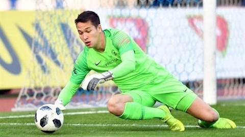 Filip Nguyễn thủng lưới 4 bàn trước đội đầu bảng hình ảnh