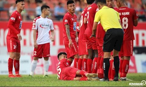 Cầu thủ Hải Phòng dựng hàng rào ngăn đá phạt siêu dị, đến Messi cũng phải khóc thét hình ảnh 2