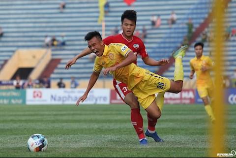 Chơi quyết liệt, trận đấu Nam Định và Viettel nóng với thẻ phạt hình ảnh