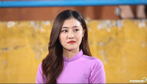 Vẻ đẹp của nữ CĐV lấn át bạn gái Quang Hải tại Hàng Đẫy hình ảnh