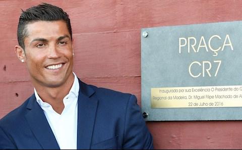 Cristiano Ronaldo trở thành tỷ phú bóng đá đầu tiên của thế giới hình ảnh