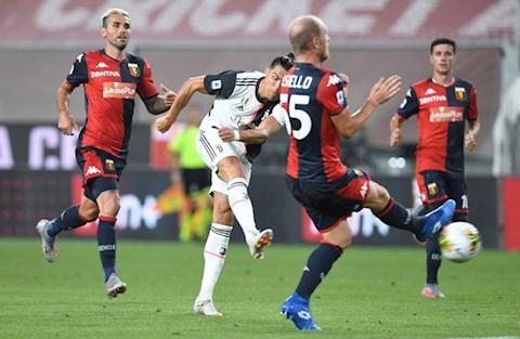 Ronaldo thuc hien cu sut xa sieu dang nang ty so len 2-0 cho Juventus