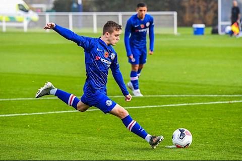 Lewis Bate co co hoi ra mat doi 1 Chelsea