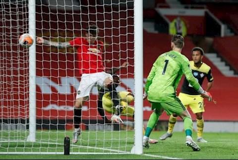 Scholes chỉ trích Lindelof về bàn thua tai hại phút 90+6 hình ảnh