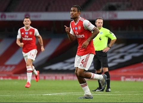 Nelson nang ty so len 2-1 cho Arsenal