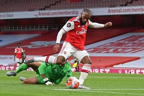 Arsenal vs Liverpool Alexandre Lacazette ghi ban