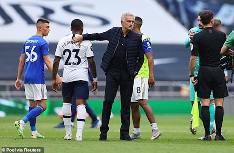 HLV Mourinho da mang ve niem vui cho hai doi bong cu