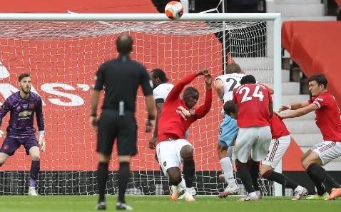Lý do Paul Pogba chơi bóng chuyền khiến MU chịu penalty hình ảnh