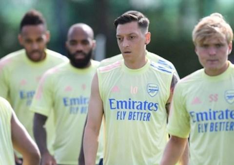 Arsenal đang lãng phí tài năng của tiền vệ Mesut Ozil hình ảnh
