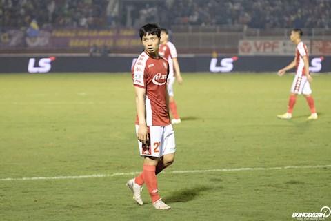 Công Phượng tuyệt vọng đòi penalty sau khi Thành Chung để bóng chạm tay trong vòng cấm hình ảnh 3