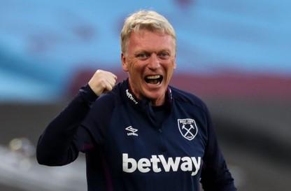 David Moyes và cầu thủ West Ham vớ bẫm sau khi cầm hòa MU hình ảnh
