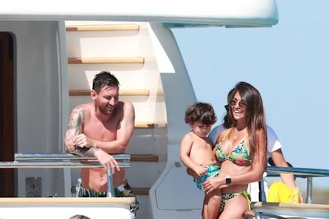 Tiền đạo Lionel Messi thể hiện tình yêu nồng cháy với vợ hình ảnh