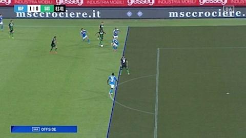 Sassuolo ghi 4 ban o the viet vi truoc Napoli