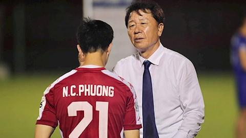 HLV Chung Hae Soung nghi ngờ cầu thủ TPHCM đá dưới sức hình ảnh