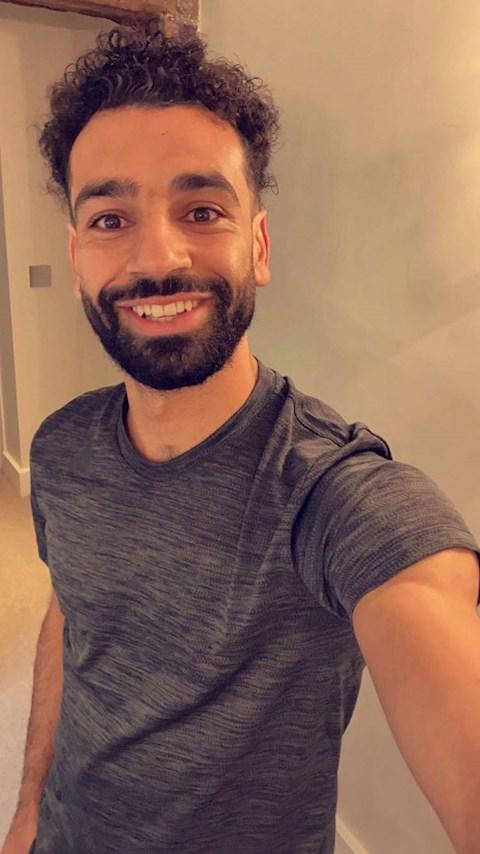 Cắt tóc trẻ ra cả chục tuổi, Salah khiến fan lo lắng hình ảnh