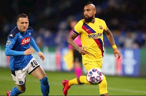 Covid-19 bùng phát, Napoli kêu gọi tước đá sân nhà của Barca hình ảnh
