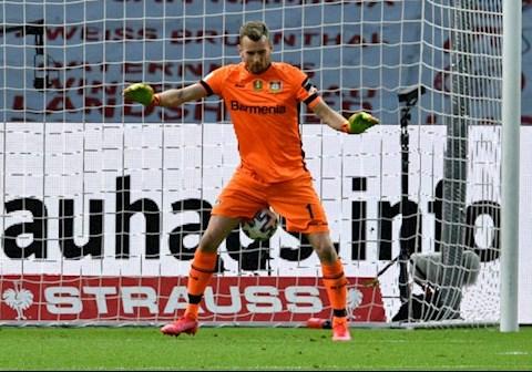 Đối phương tấu hài, thủ môn Neuer trở thành nhà kiến tạo hình ảnh