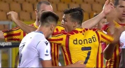 Học theo Suarez cắn người, hậu vệ Patric của Lazio bị phạt nặng hình ảnh