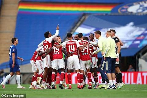 Arsenal thang Chelsea 2-1