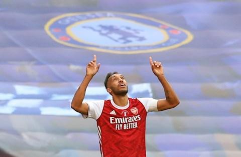 Aubameyang xu ly cuc hay de dem ve ban thu 2 cho Arsenal
