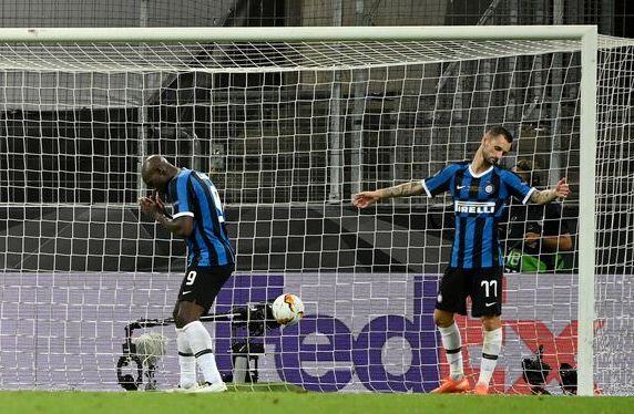 Sevilla vs Inter Lukaku phan luoi