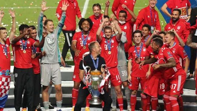 Bayern Munich vô địch Champions League, mang cúp ra đựng bia hình ảnh
