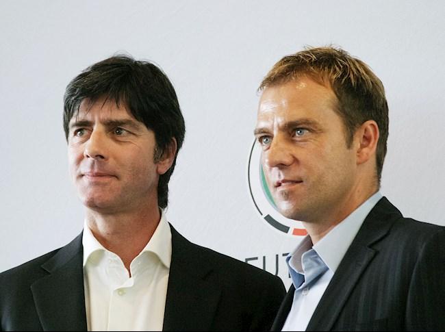Joachim Low va tro ly Hans-Dieter Flick nam 2006