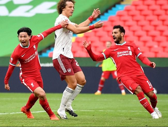 Minamino (trai) go hoa cho Liverpool sau khi vao san thay nguoi