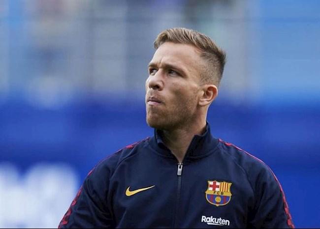 Đến sân cổ vũ Barca đấu Napoli, Arthur bị đuổi về hình ảnh