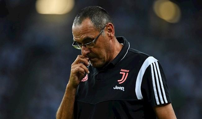 Vài tháng qua, Juventus và Maurizio Sarri vẫn đấu đá hợp đồng hình ảnh