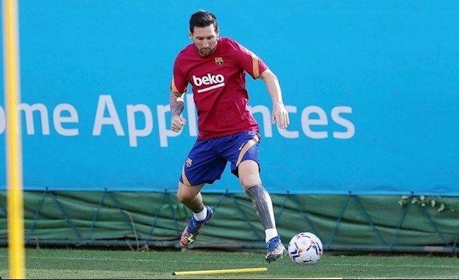 Messi tập luyện trong ngày nghỉ của Barca hình ảnh