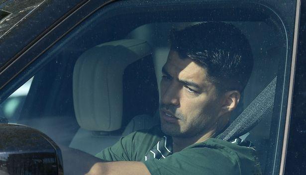 Luis Suarez roi le trong ngay chia tay Barca