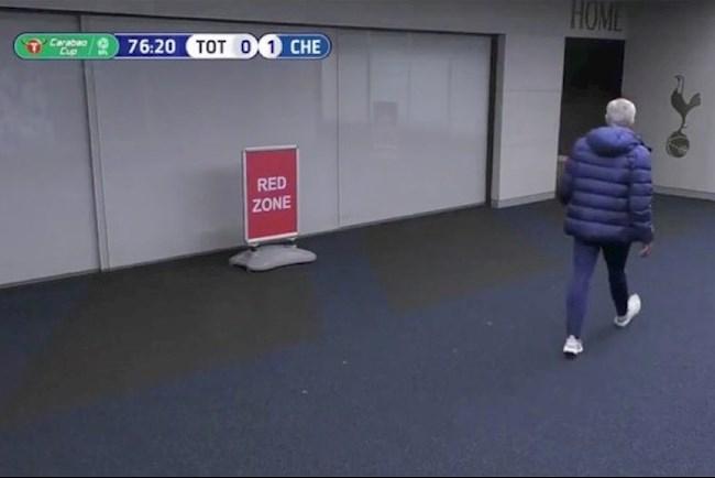 Cực sốc Dier bỏ trận đấu để… đi vệ sinh, Mourinho hùng hổ vào đường hầm lôi ra hình ảnh 2