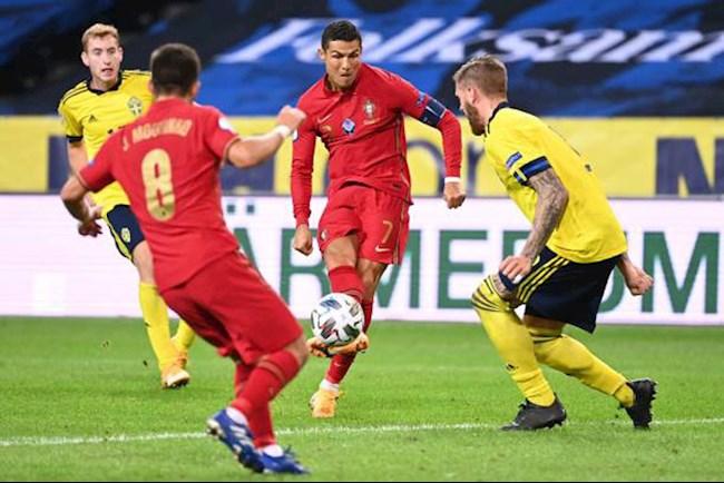 Ronaldo tái xuất bằng cú đúp, Seleccao diệt gọn Thụy Điển hình ảnh 2