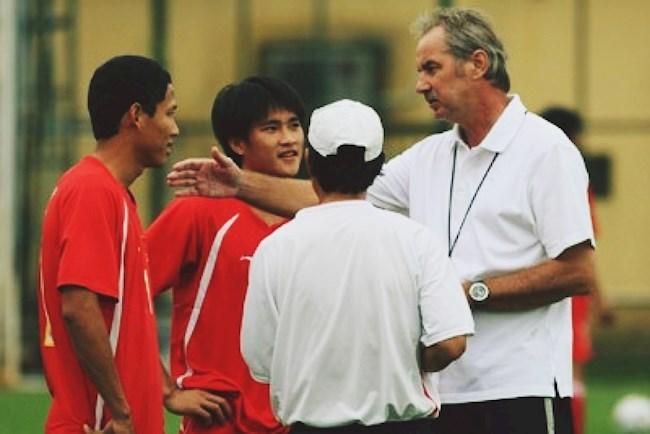 Bóng đá Việt may mắn vì có người như HLV Alfred Riedl hình ảnh
