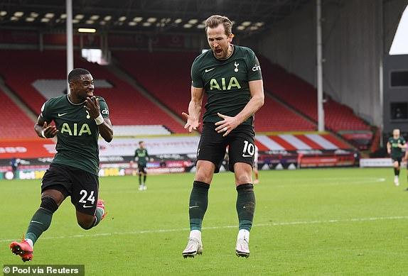 Tottenham dẫn trước 2-0 sau 45 phút