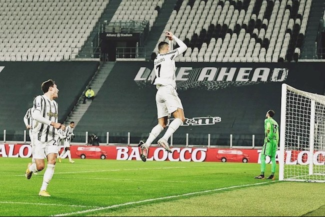 Cristiano Ronaldo: 36 tuổi! Thật không thể tin được!
