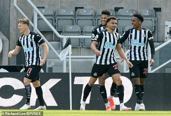 Newcastle đánh bại West Ham 3-2