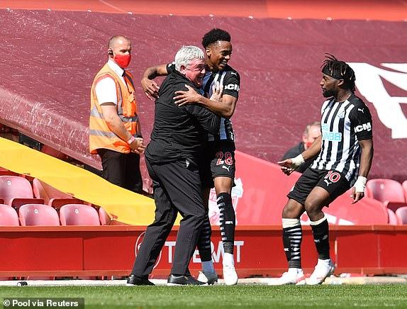 Joe Willock gỡ hòa cho Newcastle
