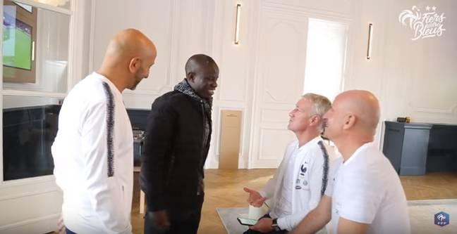 Tiền vệ Kante bẽn lẽn khi lên tập trung ĐT Pháp hình ảnh