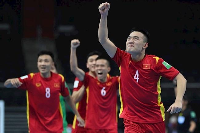 """VIDEO: ĐT futsal Việt Nam """"quẩy tưng bừng"""" sau khi có vé đi tiếp ở VCK Futsal World Cup 2021"""