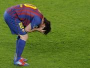 Messi khong the vuot qua noi am anh Chelsea: Khi thien tai gap thien tai