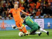 Casillas phan doi tro meo cua FIFA