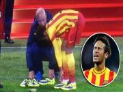 Neymar di nham giay, nga dui dui