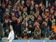 Den fan Barca cung phat cuong vi Ronaldo