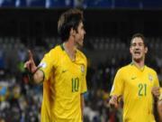 DT Brazil trieu tap doi hinh: Kaka tro lai, Ronaldinho vang mat