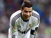 Real Madrid va nhiem vu gia han voi Ronaldo: Tai sao van tac?