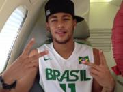 Neymar sưng húp mặt sau khi cắt amidan