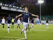 """Ajax phá đám Man Utd và Liverpool trong thương vụ """"Messi của Na Uy"""""""