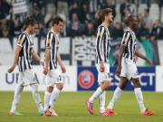 Juventus thua trận đầu, Serie A về thế song mã